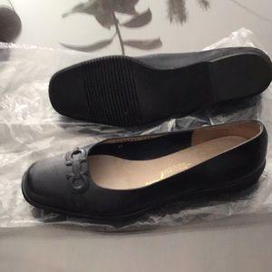 EUC Ferragamo bLack blue light weight loafers 9.5B